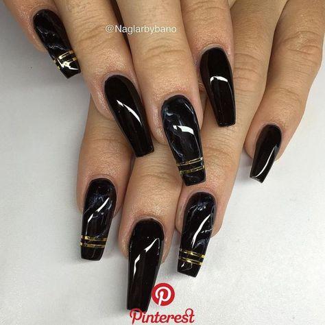 """Bano Betweni on Instagram: """"Svart, handmålad marmor & guld stripes ✨✨ #gelenaglar #gelnails #manicure #pedicure #essi #opi #stockholm #sverige #sweden   Bano Betweni on Instagram: """"Svart, handmålad marmor & guld stripes ✨✨ #gelenaglar #gelnails #manicure #pedicure #essi #opi #stockholm #sverige#化粧 #kimjisoo.."""