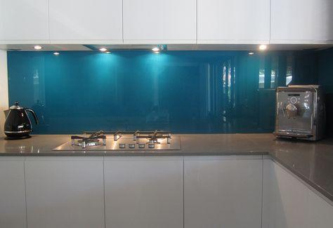 Moderne Küche Wandgestaltung Glas Spritzschutz Blau Weiß Grifflose  Schrankfronten   Küche   Pinterest   Spritzschutz, Moderne Küche Und  Wandgestaltung