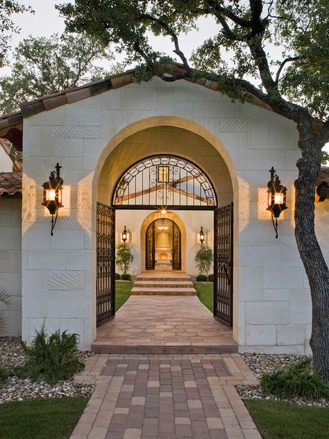 Stone rug in the pavers.  Spanish Courtyards Homes Design, Pictures, Remodel, Decor and Ideas - page 58