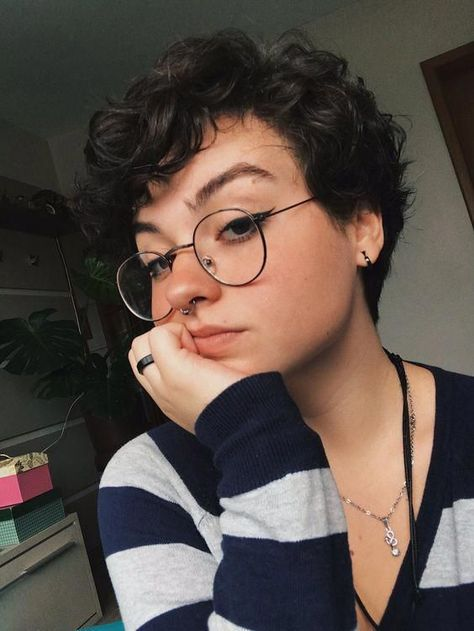 Short Curly Pixie, Curly Pixie Hairstyles, Undercut Hairstyles Women, Short Curly Haircuts, Curly Hair Cuts, Cut My Hair, Girl Short Hair, Summer Hairstyles, Short Hair Cuts