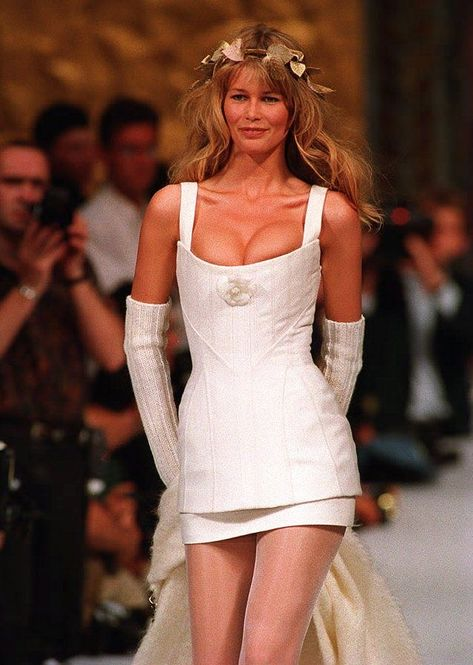 Chanel's Couture Brides Throughout History, Claudia Schiffer. Lagerfeld let her go scantily clad and solo for the Chanel Couture spring 1993 collection.