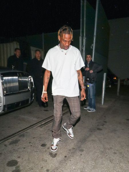 Travis Scott Photos Photos Travis Scott Outside Craig S Restaurant In West Hollywood Travis Scott Fashion Travis Scott Outfits Travis Scott