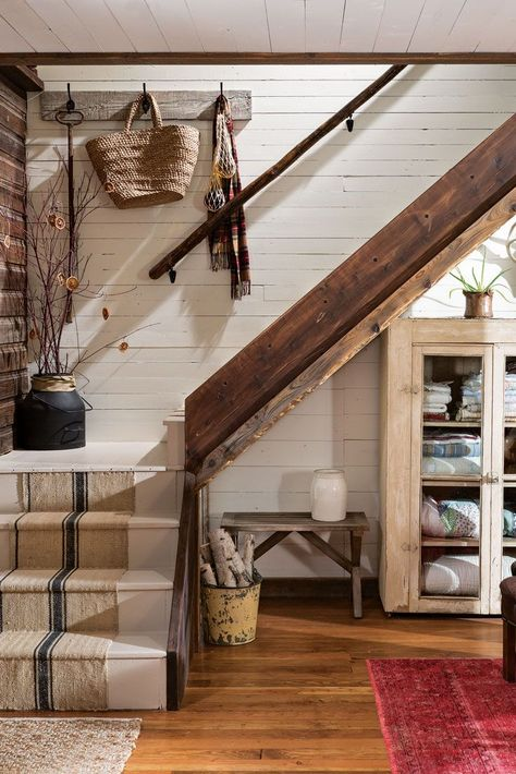 A brave Montana couple reaps the rewards of taking on a mammoth renovation and ends up with a stunning with major style. Diy Cabin, Rustic Cabin Decor, Rustic Cabins, Lodge Decor, Rustic Cottage Decorating, Log Cabin Decorating, Mountain Cabin Decor, Modern Log Cabins, Mountain Style