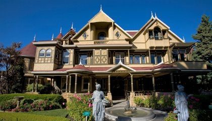 Take A Free Virtual Tour Of The Winchester Mystery House Winchester Mystery House Spanish Style Homes Spanish Style
