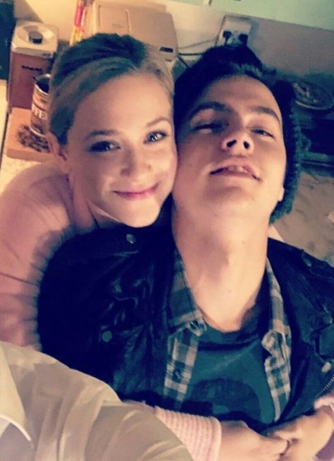 riverdale cole sprouse and lili reinhart