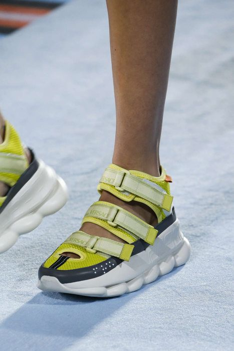 Sneakers fashion, Couture shoes