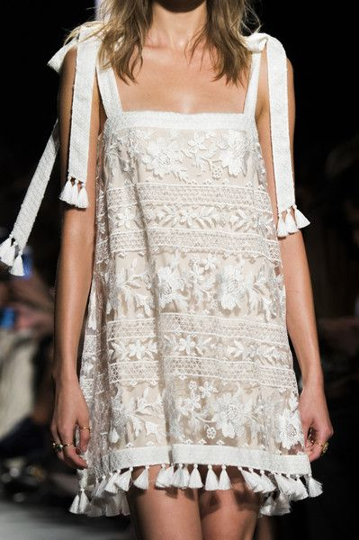 Tadashi Shoji at New York Fashion Week Spring 2018 - These Details From the New York Runway Are Too Pretty for Words - Photos