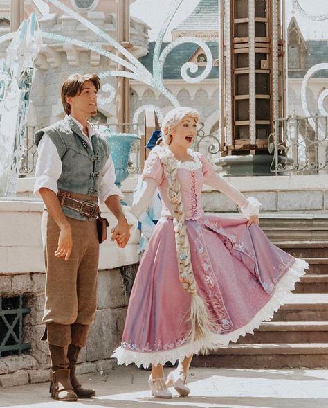 Rapunzel and Flynn Disney Day, Cute Disney, Disney Trips, Disney Magic, Merida Disney, Disney College, Disney Memes, Disney Parks, Disney Pixar