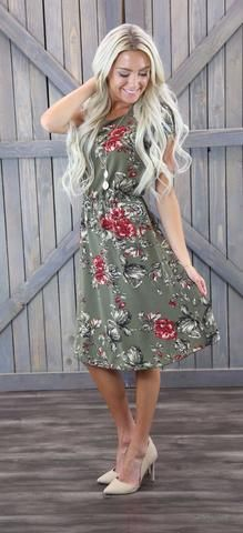 This sage green floral dress looks great on all body shapes. The Cassie has cap…