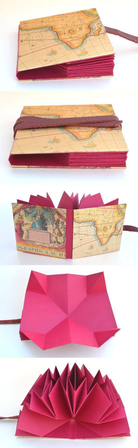 ~~~Nuevos libros para artistas~~~  Personalizados con palabras en dorado u otros colores  Encuadernación Plegada – Cubierta de papel metalizado de mapas antiguos – Interior plegado de 4 hojas de papel (en diferentes colores y gramajes, en cada foto sus características) – Formato cuadrado: cerrado: 12,5cm x 12,5cm / abierto: 25cm x 25cm c/ hoja) - Cierre en cuero