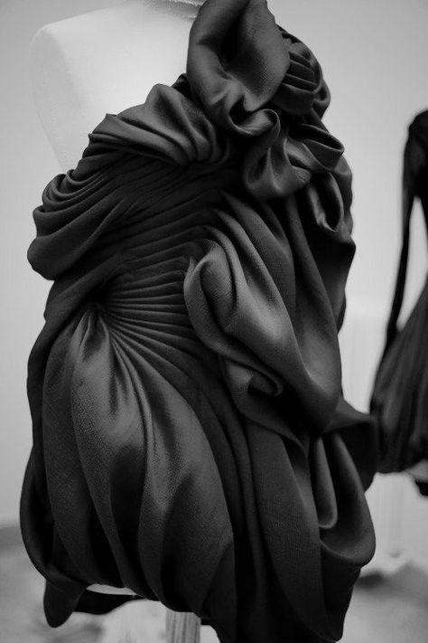 Sumptuous Sculptural Fashion - dress with beautiful pleats & dimensional flowing textures // Yiqing Yin amazing fashion installations , textile art of fabric manipulation design genius yiqing yin