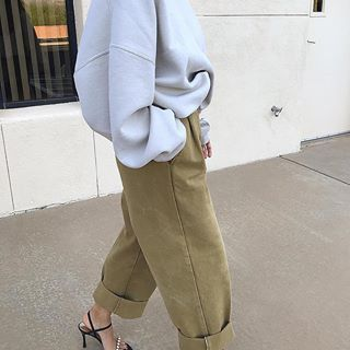 Casual Oversized Sweatshirt With Cargo Pants is best tip for How To Wear Sweatsh. - - Casual Oversized Sweatshirt With Cargo Pants is best tip for How To Wear Sweatshirt Outfits. Source by rhama_phe_whe_g