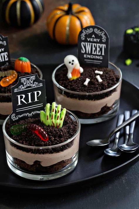 Hallowen Party Brownie Dirt Pudding cups are a delicious Halloween dessert! Simple to make and . , Brownie Dirt Pudding cups are a delicious Halloween dessert! Simple to make and . Brownie Dirt Pudding cups are a delicious Halloween dessert! Halloween Brownies, Halloween Torte, Bolo Halloween, Postres Halloween, Halloween Sweets, Halloween Baking, Fete Halloween, Halloween Dinner, Halloween Food For Party