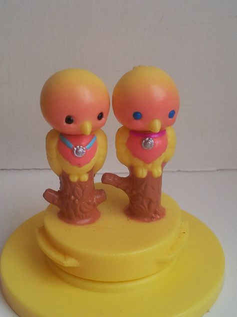 Love Birds - vintage Kenner Littlest Pet Shop 1990's toys animals miniatures lovebirds parrots yellow pink