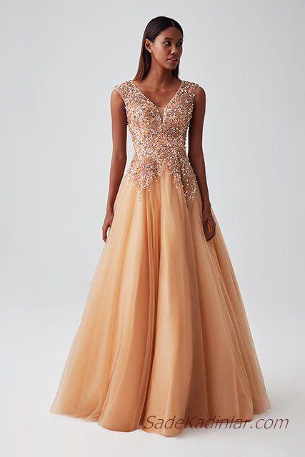 2019 Abiye Elbise Modelleri Sari Uzun Kalin Askili V Yakali Tul Etekli Tasli Aksamustu Giysileri Elbise Modelleri Moda Stilleri
