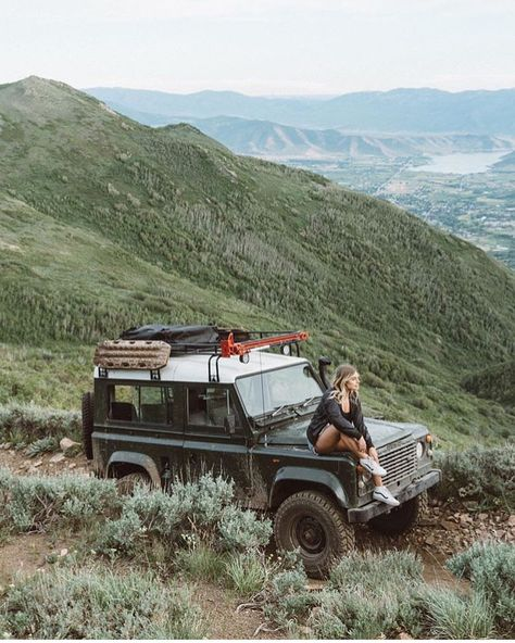 Camping in a Land Rover Defender Travel Photography Inspiration, Travel Photography Tumblr, Tumblr Travel, Photography Ideas, Landrover Defender, Land Rover Defender Camping, Land Rovers, Jeep Renegade, Jimny Suzuki