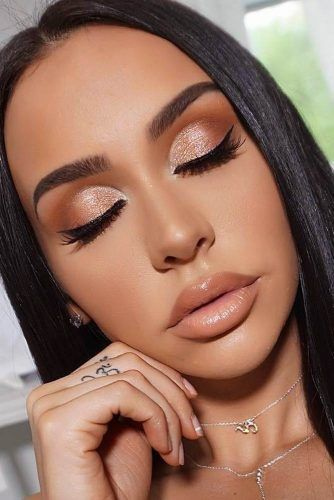 45 Top Rose Gold Makeup Ideas To Look Like A Goddess Gold Makeup Looks Shimmer Makeup Golden Makeup