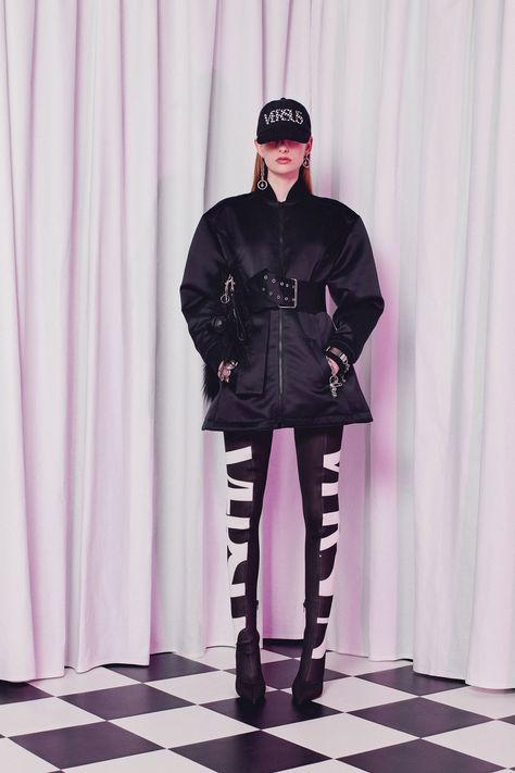 Versus Versace Fall 2018 Ready-to-wear Fashion Show Collection: See the complete Versus Versace Fall 2018 Ready-to-wear collection. Look 15