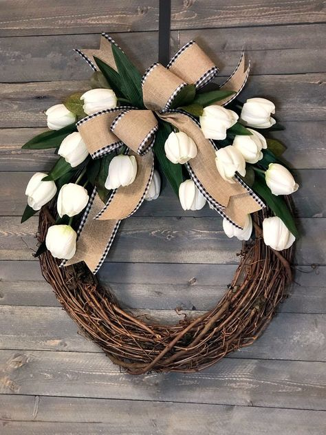 Spring Wreaths For Front Door Diy, Diy Spring Wreath, How To Make Wreaths, Holiday Wreaths, Easter Wreaths Diy, Winter Wreaths, Wreath Crafts, Diy Wreath, Wreath Ideas