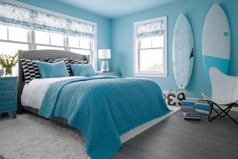 Blue, blue, Breezy Aqua blue 😍 💙 Find the color inspo you need for your next paint project inside HGTV Dream Home 2021. 🌊 Designer Brian Patrick Flynn used the fresh Americana palette of the Delightfully Daring Color Collection to bring coastal colors inside every room. 🎨 Sponsored by HGTV Home® by Sherwin-Williams.