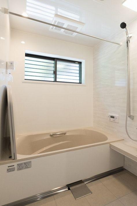 家族の想いが詰まった家 キノハウスの写真集 浴室 デザイン 浴室 窓 家