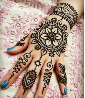 Beautiful henna patterns on the back, Mehndi\u0027s lover tying a