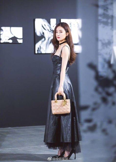 Vẻ đẹp mong manh tựa sương khói của Song Hye Kyo giữa bão