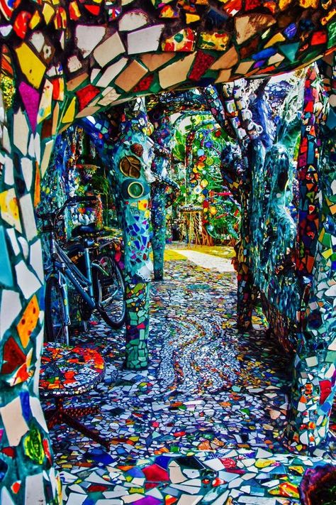 hippy room 515732594813518187 - Mosaic tile house – Venice, California Source by Mosaic Garden, Mosaic Art, Mosaic Glass, Mosaic Tiles, Garden Art, Stained Glass, Glass Art, Mosaics, Places To Travel