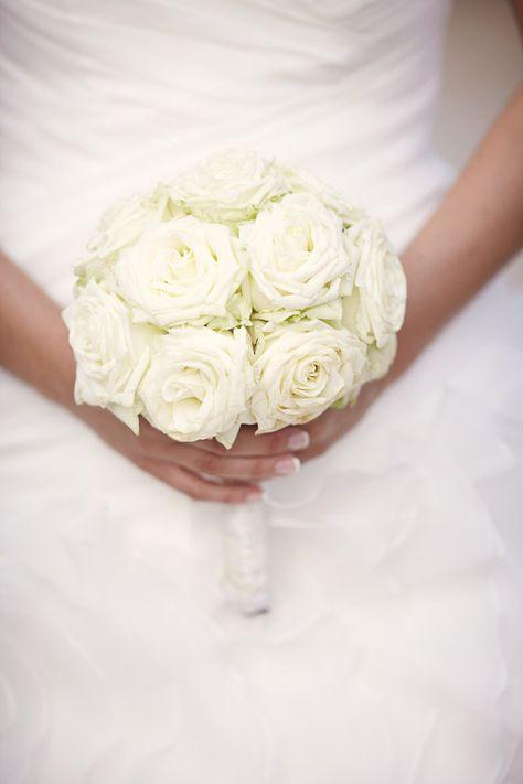 flowers white wedding  brautstrauß weiße rosen roses Bouquet