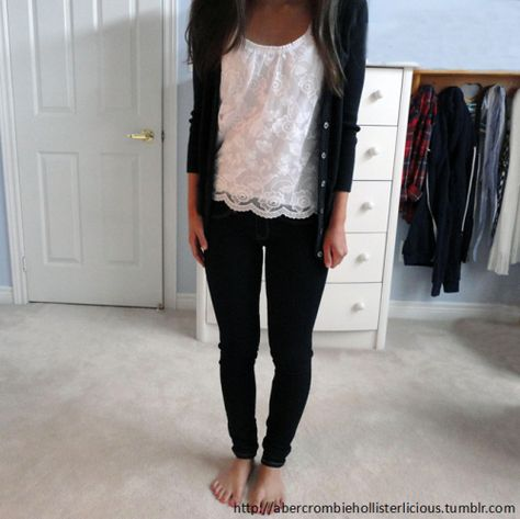 abercrombiehollisterlicious:  here's the same outfit with a navy cardigan! do i look like i work at abercrombie & fitch yet? :) this is what i would wear to a hollister/A&F interview!