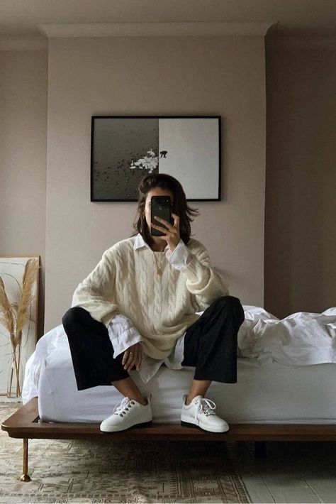 The beauty of classics is that there are endless ways to reinvent them, casual weekend outfit # Outfits femme Casual Weekend Outfit, Cute Casual Outfits, Stylish Outfits, Casual Shirts, Look Fashion, Korean Fashion, Fashion 2020, Men Fashion, Workwear Fashion