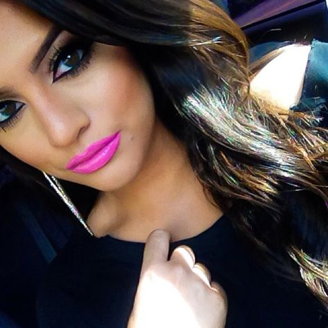 Brunette with hot pink lips. One of my favorite looks.