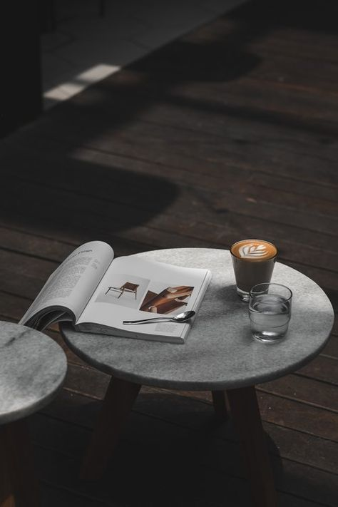 Minimalist Guide: Simple & Extreme Minimalist Lifestyle Tips