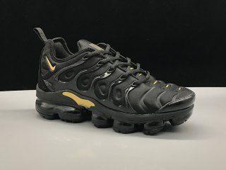 silbar ignorar retrasar  Nike Air Vapormax Plus TN Black Gold Sneakers Women's Men's Running Shoes |  Black and gold sneakers, Gold nike shoes, Nike air vapormax