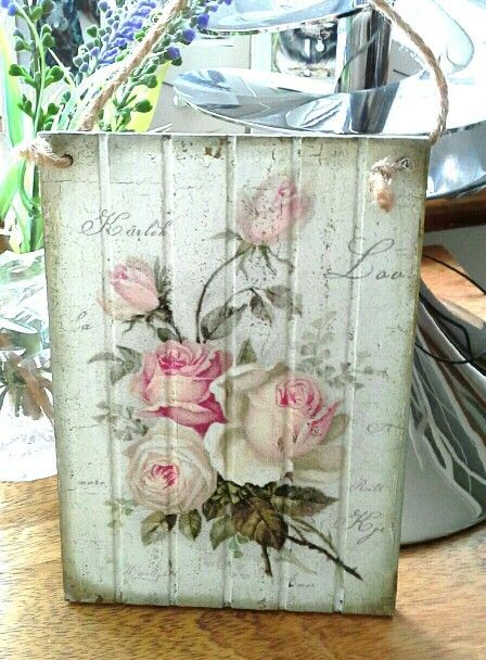 What Is Decoupage? - Decoupage Arts & Crafts Ideas & Tutorials - - The art and craft of decoupage is making a comeback! Shabby Chic Crafts, Shabby Chic Interiors, Shabby Chic Kitchen, Shabby Chic Homes, Shabby Chic Furniture, Napkin Decoupage, Decoupage Tutorial, Decoupage Box, Decoupage Vintage