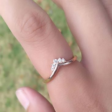 Sterling Silver Ring Garnet-cubic zirconia//cubic zirconia half-wishbone
