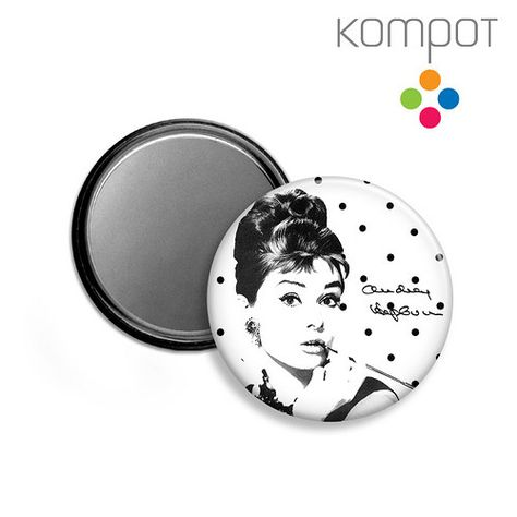 dd7473bd0f6 ZRCÁTKO    Audrey Hepburn - černé puntíky