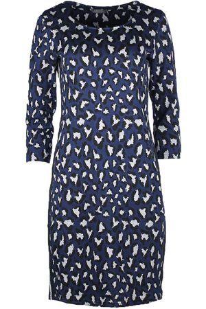 a2f60897910adb Geisha Geprinte jurk - Jurk 87594 van geisha geisha jurk met een  blauw-zwart panter dessin. De geisha jurk heeft een ronde hals