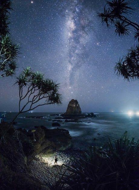 Foto Pemandangan Langit Di Malam Hari Kota Yang Biasa Di Sebut Sebagai Kota Pahlawan Ini Telah Menjadi Kota Terbesar Ke Dua Pemandangan Fotografi Alam Langit