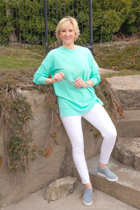 This spring outfit is easy and relaxed, comfy, and sporty-chic all rolled into one!  #womensfashion #fashionover40 #outfitideas #springstyle