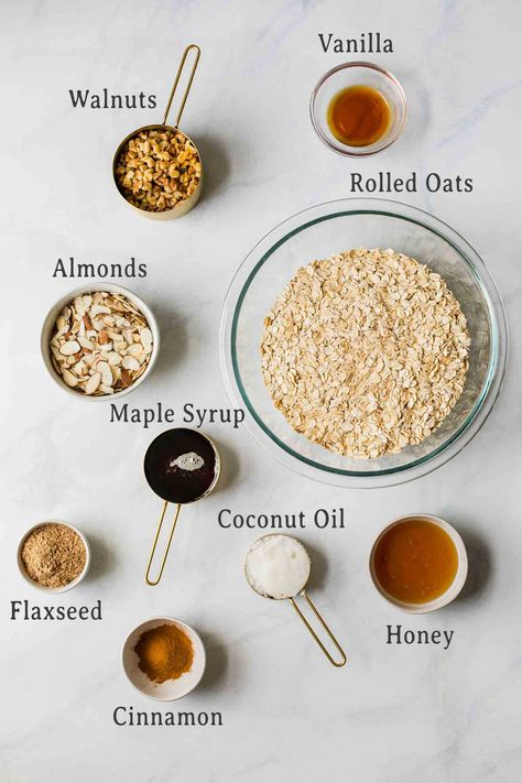 This easy and healthy Homemade Granola recipe is made with rolled oats, flaxseed and a touch of cinnamon. It's easy to adapt and customize w. Yummy Snacks, Healthy Snacks, Yummy Food, Healthy Nutrition, Healthy Homemade Granola, Nutritious Smoothies, Fiber Rich Foods, Tacos, Rolled Oats