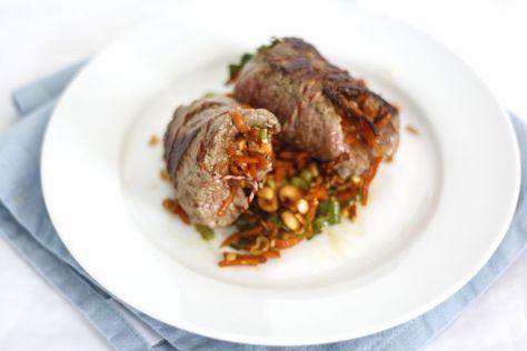 Het is maandag, tijd voor weer een lekker skinny gerecht op tafel. Vandaag een soort wraps van vlees. Want visrolletjes en rolletjes van sla hebben we al in ons boek, maar vandaag dus een variant met