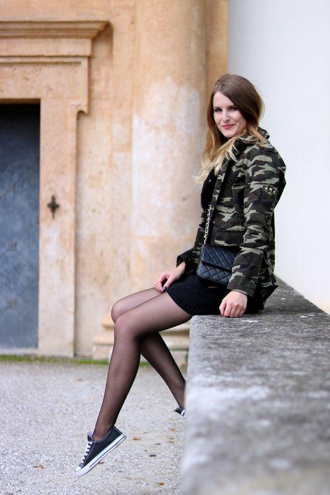 Strickkleid kombinieren, so stylst du diesen Modeklassiker im Herbst.