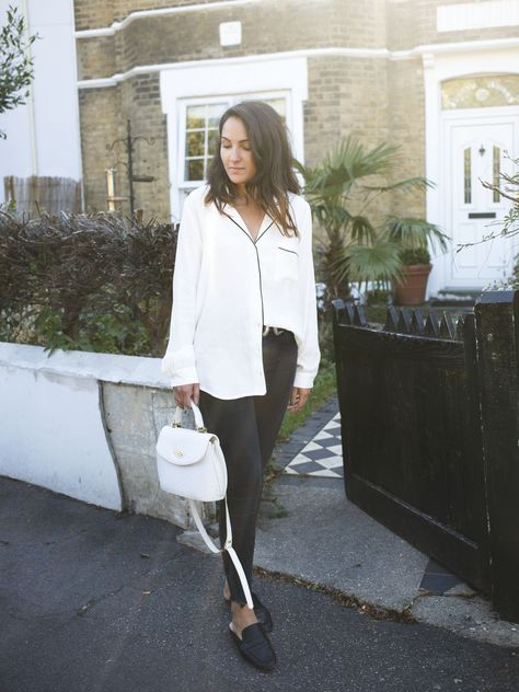 THE PYJAMA TOP - Dear Vogue  #pyjamatop #pyjamablouse #blogmodelondres #sliploafers #backlessloafers #whiteshirt #outfit #dearvogue #londonstreetstyle