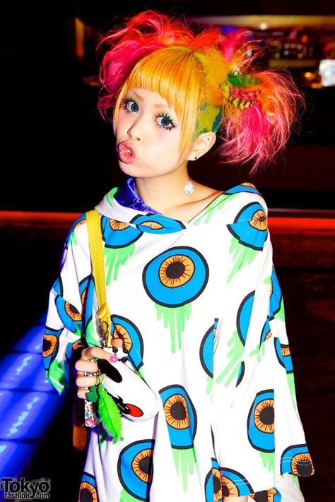 She looks like a lollipop that can double as your best friend!          #cassylondon