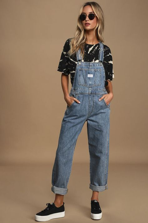 The Levi's Vintage Medium Wash Denim Overalls are here to help your style evolution! Loose-fitting overalls with silver hardware and straight-cut pant legs. Denim Overalls Outfit, Long Overalls, Cute Overalls, Overalls Women, Overalls Vintage, Overalls Fashion, Outfits With Overalls, Cute Casual Outfits, Inspired Outfits