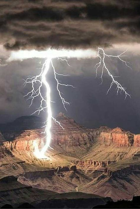 Captures Stunning Grand Canyon Lightning Strikes Photographer Rolf Maeder captures a lightning storm over the Grand Canyon.Photographer Rolf Maeder captures a lightning storm over the Grand Canyon. Natural Phenomena, Natural Disasters, Beautiful Sky, Beautiful Landscapes, Nature Pictures, Cool Pictures, Funny Pictures, Lightning Photography, Photography Tips