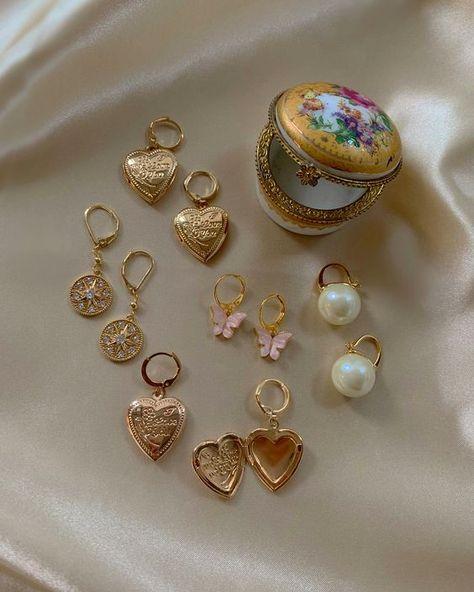 Mini Bead Bar Stud earrings in Gold fill, short gold bar stud, gold fill bar post earrings, gold bar earring, minimalist jewelry - Fine Jewelry Ideas Ear Jewelry, Cute Jewelry, Gold Jewelry, Vintage Jewelry, Jewelry Accessories, Fashion Accessories, Fashion Jewelry, Jewlery, Jewelry Armoire