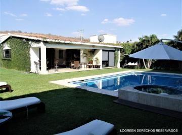 Bonita Y Comoda Casa De Un Piso Con Amplio Jardin E Incluye Muebles Con Imagenes Casas De Un Piso Decoracion De Exteriores Casas