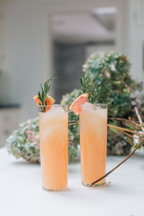 Eva Amurri Martino shares her recipe for a rosemary grapefruit cocktail #cocktails #cocktailrecipes #grapefruit #drinks